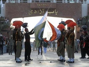 INDIA-PAKISTAN-RETREAT-CEREMONY