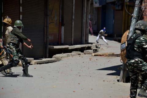 Three youth were injured on Friday after Clashes with government forces in old town area of Anantnag district in South Kashmir……