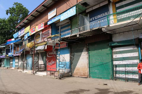 12 minors detained, Jamia Masjid desecrated during clashes in Anantnag locals alleged, Auqaf Committee Jamia Masjid calls for Complete Shutdown tomorrow in Anantnag…….